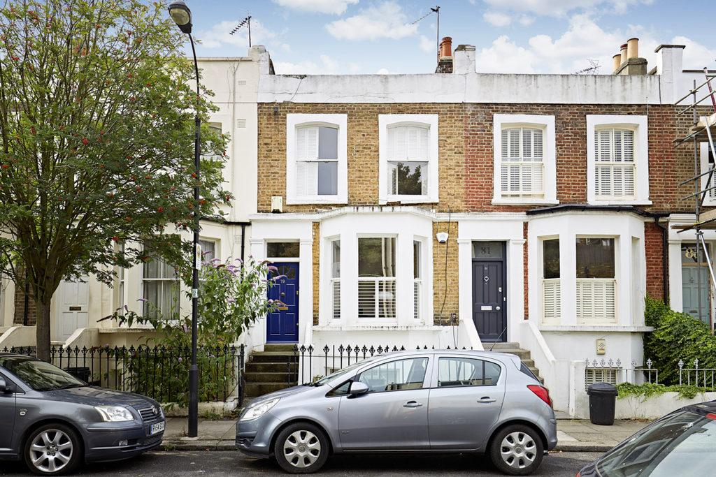 1 Bedroom Ground Flat for sale in Askew Crescent, Shepherds Bush, London, W12