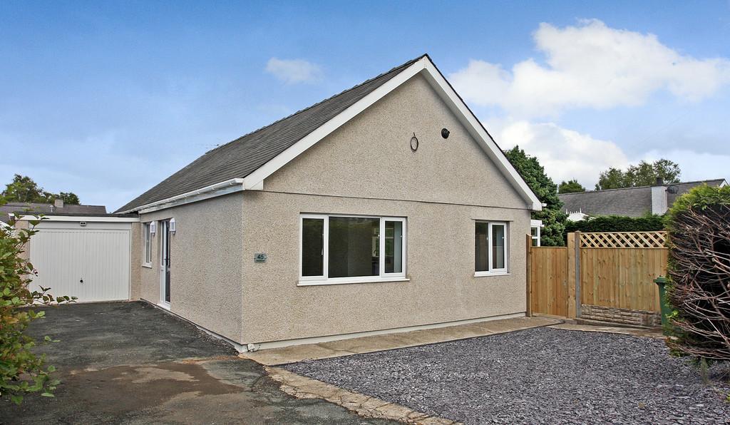 4 Bedrooms Detached Bungalow for sale in Glanffynnon, Llanrug, North Wales