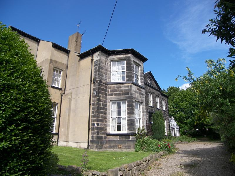 3 Bedrooms Apartment Flat for rent in Allerton Lodge Flats, Falkland Mount, Moortown, Leeds