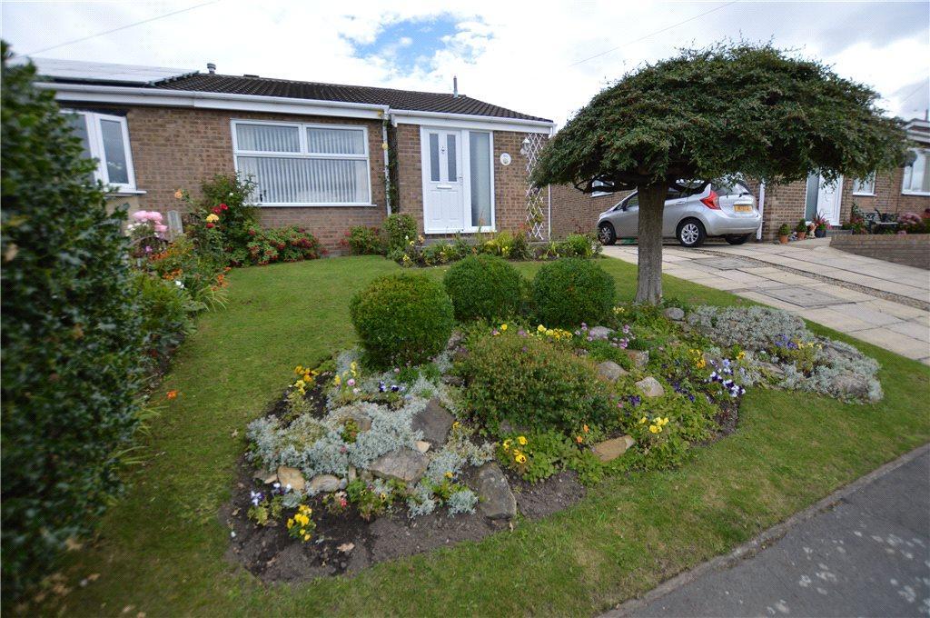 2 Bedrooms Semi Detached Bungalow for sale in Sandgate Drive, Kippax, Leeds