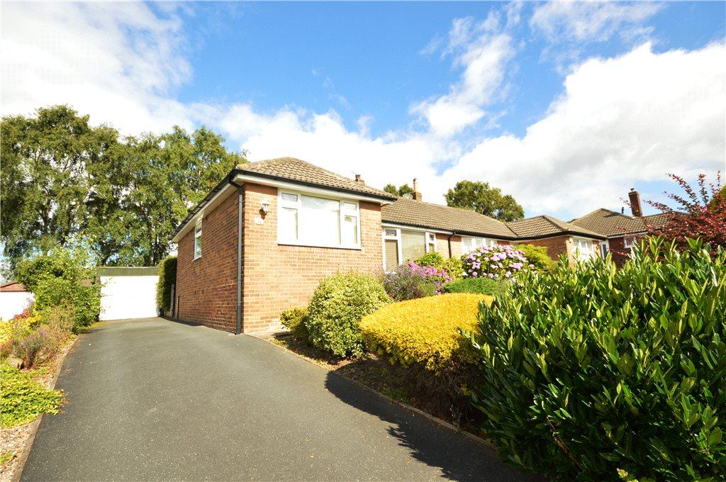 3 Bedrooms Semi Detached Bungalow for sale in Moseley Wood Crescent, Cookridge, Leeds