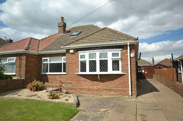 2 Bedrooms Semi Detached Bungalow for sale in Dudley Place, Cleethorpes
