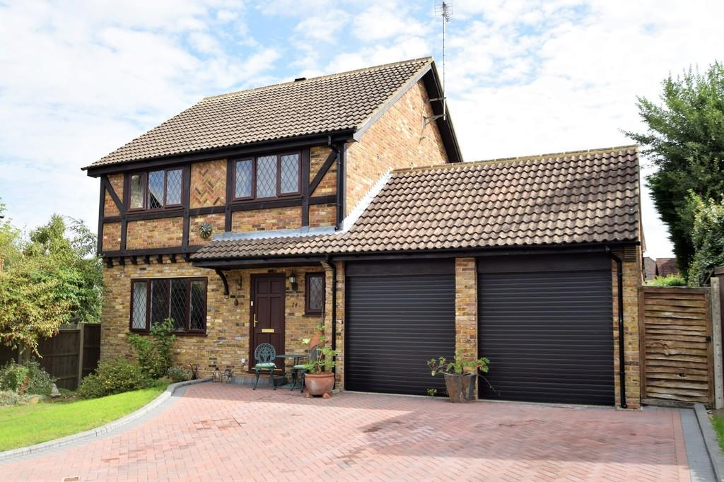 4 Bedrooms Detached House for sale in Baldwin Crescent, Merrow, Guildford GU4 7XW