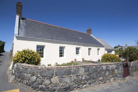 2 bedroom detached bungalow to rent - Les Grippios, Vale, Guernsey