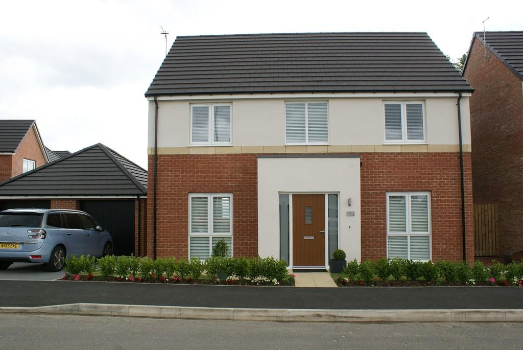 4 Bedrooms Detached House for sale in The Leas, Whitburn