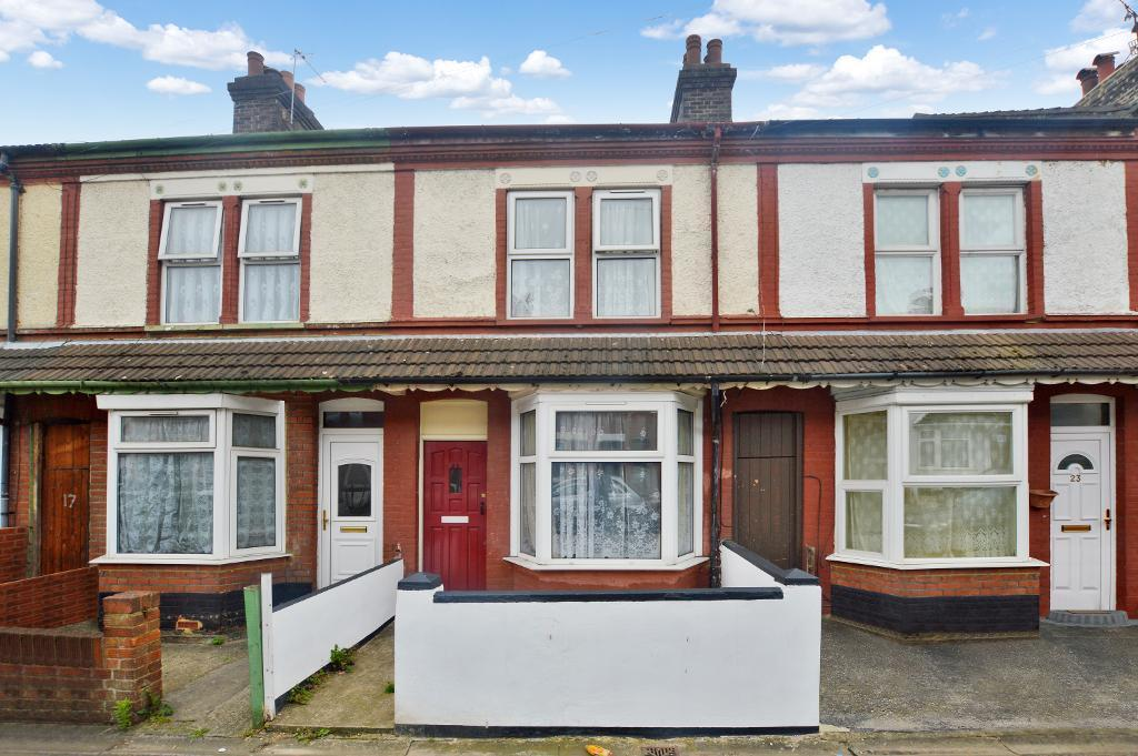 3 Bedrooms Terraced House for sale in Shaftesbury Road, Luton, Bedfordshire, LU4 8AL