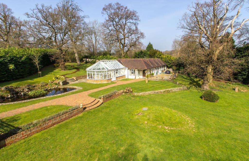 4 Bedrooms Detached House for sale in Burntwood Lane, Caterham, Surrey, CR3 5UN