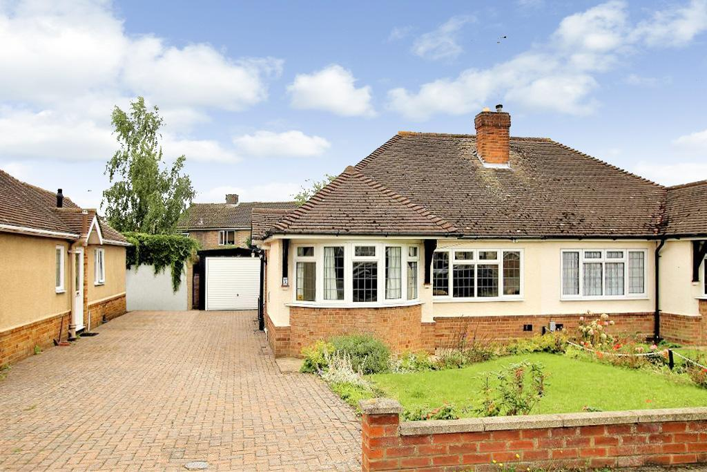 2 Bedrooms Bungalow for sale in Cedar Close, Ampthill, Bedfordshire, MK45 2UD