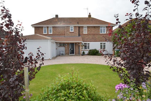 4 Bedrooms Detached House for sale in Telgarth Road, Ferring, West Sussex, BN12 5PX