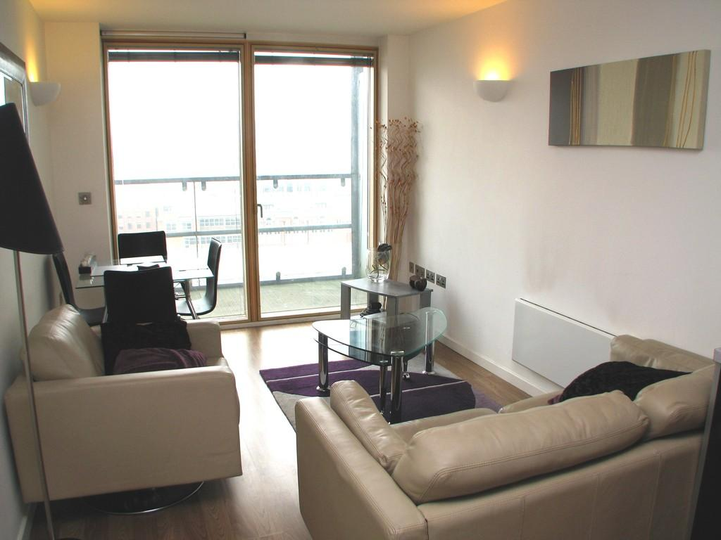 2 Bedrooms Flat for rent in 273 West Point