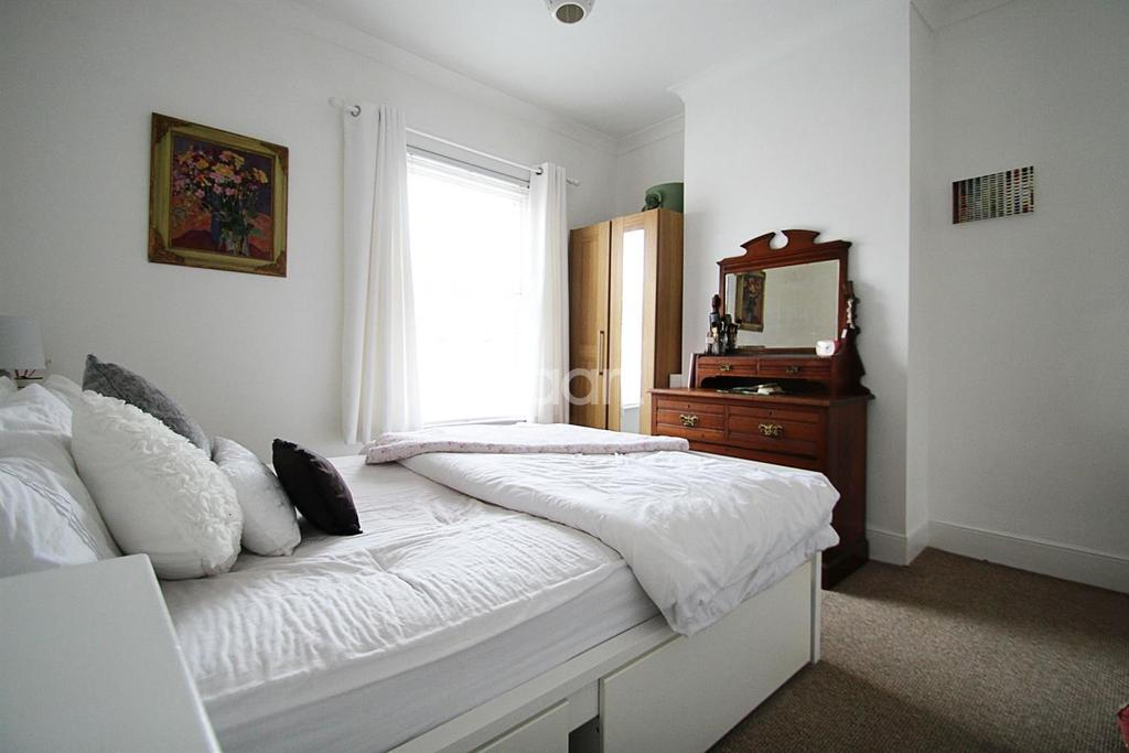 3 Bedrooms Terraced House for sale in Crompton Street, Chelmsford
