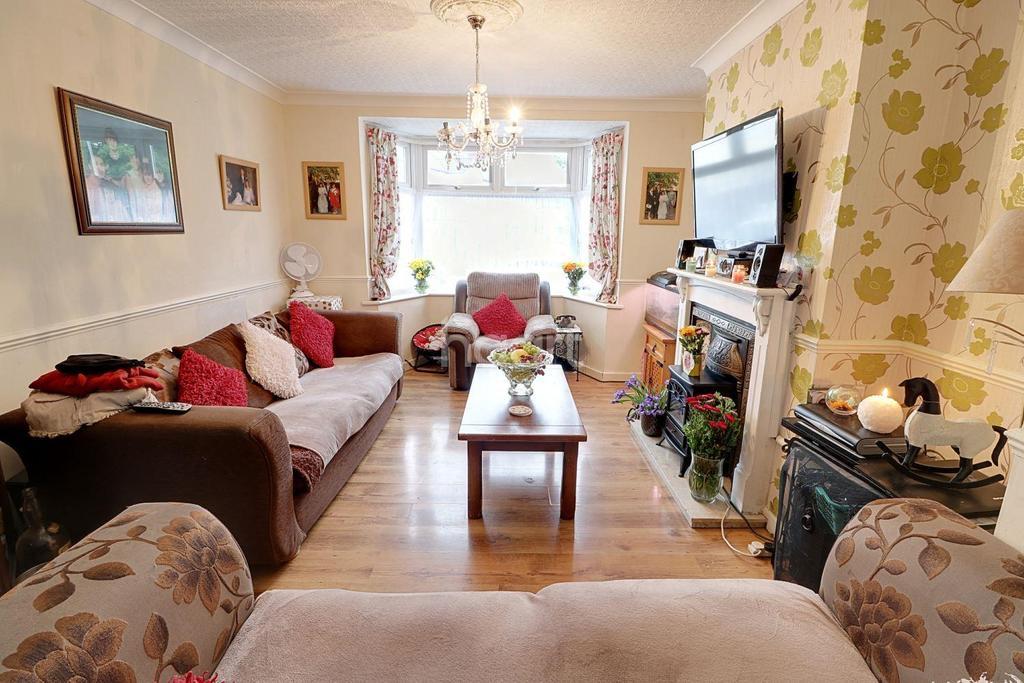 4 Bedrooms Terraced House for sale in Northfield Road, Waltham Cross