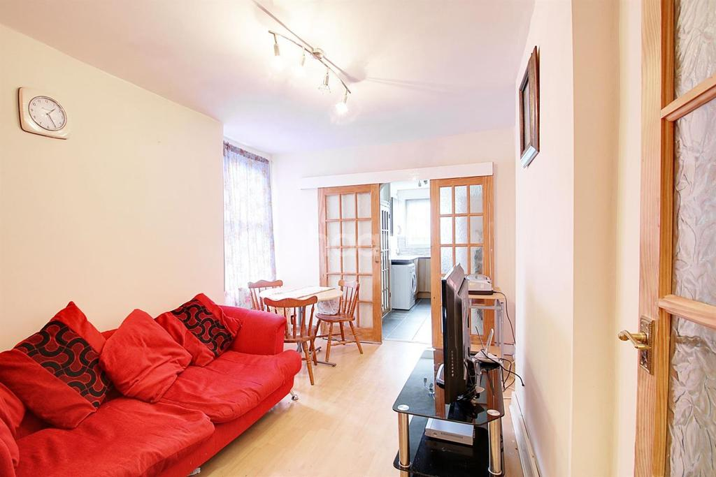 3 Bedrooms Maisonette Flat for sale in Kildare Road, Plaistow