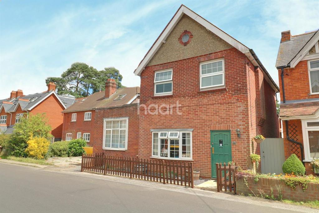4 Bedrooms Detached House for sale in Forest Road, Liss Forest.
