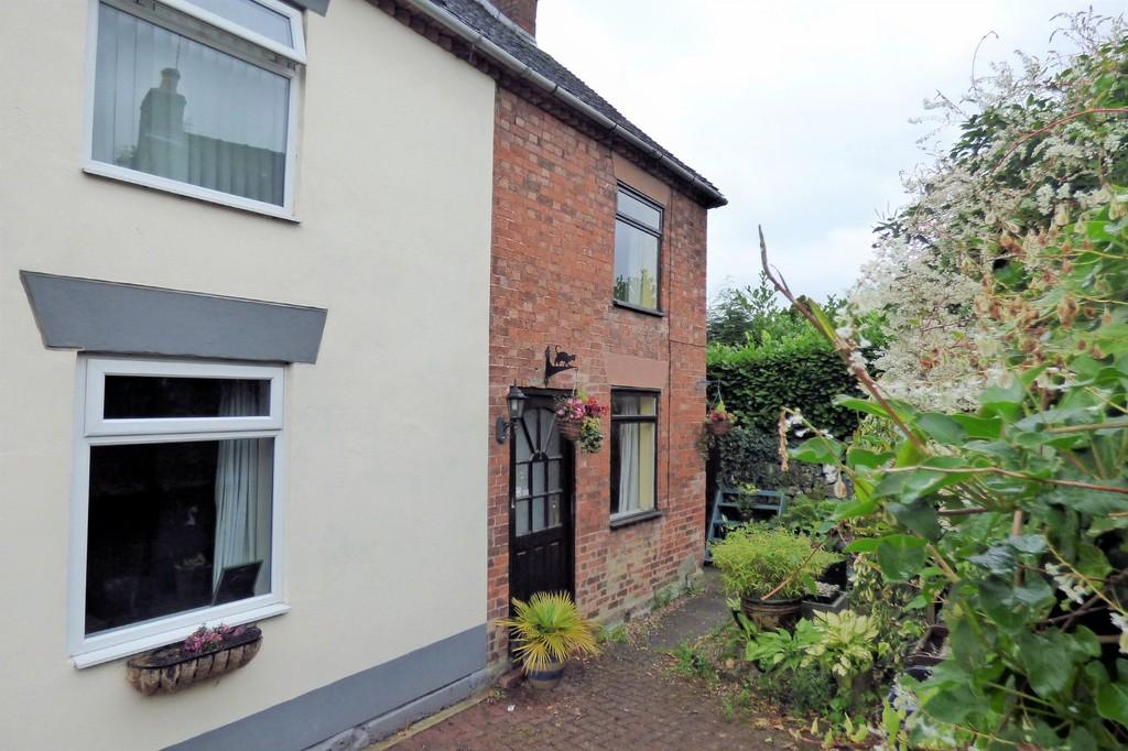 2 Bedrooms Semi Detached House for sale in Smithy Bank, Alton