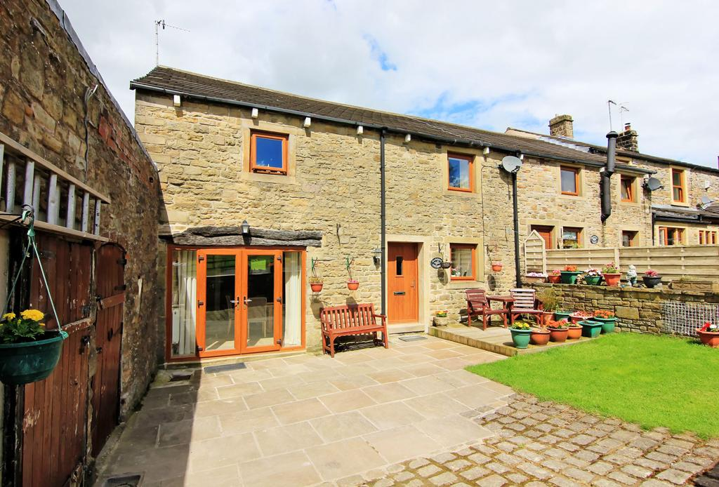 3 Bedrooms Barn Conversion Character Property for sale in Barnsay Cottage, Higher Barnsay, Barnoldswick ,
