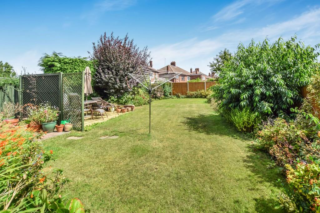 3 Bedrooms Semi Detached House for sale in The Commons, Colchester, CO3 4NR