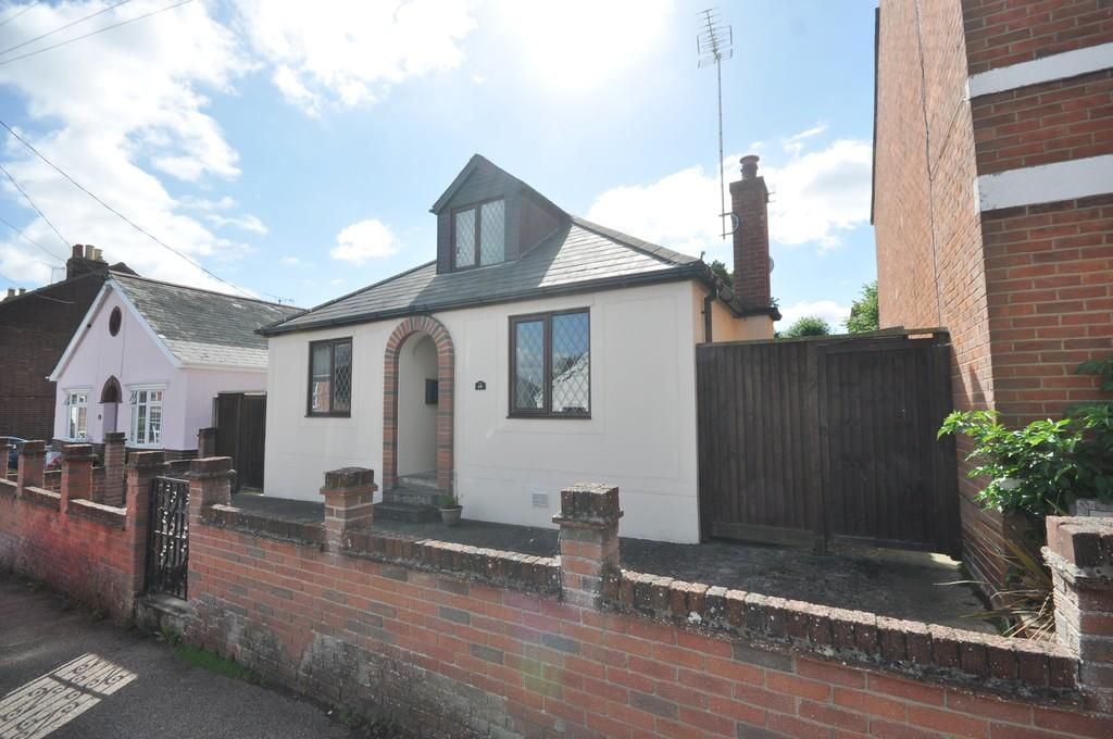 2 Bedrooms Detached Bungalow for sale in Regent Street, Rowhedge, CO5 7EA