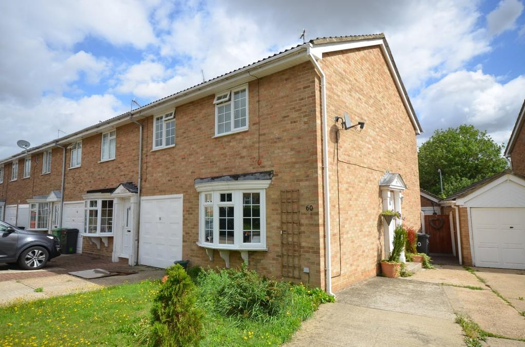 3 Bedrooms Semi Detached House for sale in Juniper Crescent, Witham, CM8 2NX