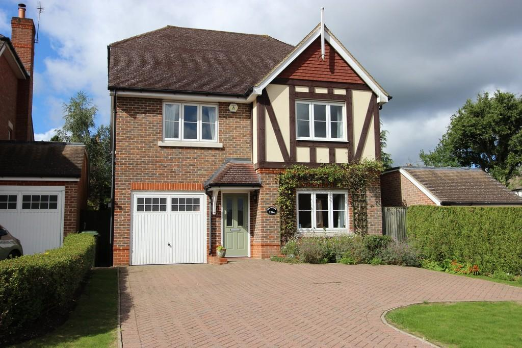 5 Bedrooms Detached House for sale in Hillside, Banstead