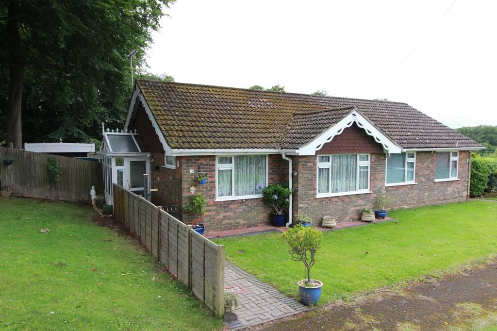 2 Bedrooms Semi Detached Bungalow for sale in Broome Close, Headley