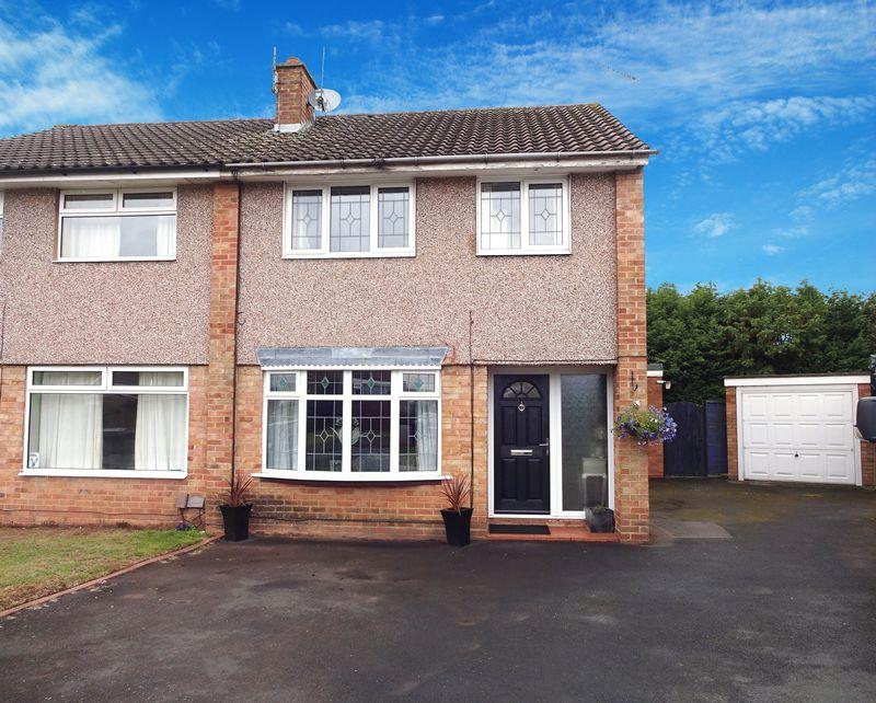 3 Bedrooms Semi Detached House for sale in Puxton Drive, Kidderminster DY11 5DR