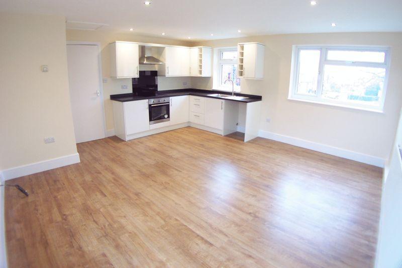 2 Bedrooms Flat for sale in St Matthias Grove, Leeds