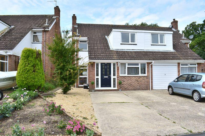 3 Bedrooms Semi Detached House for sale in Depedene Close, Southampton