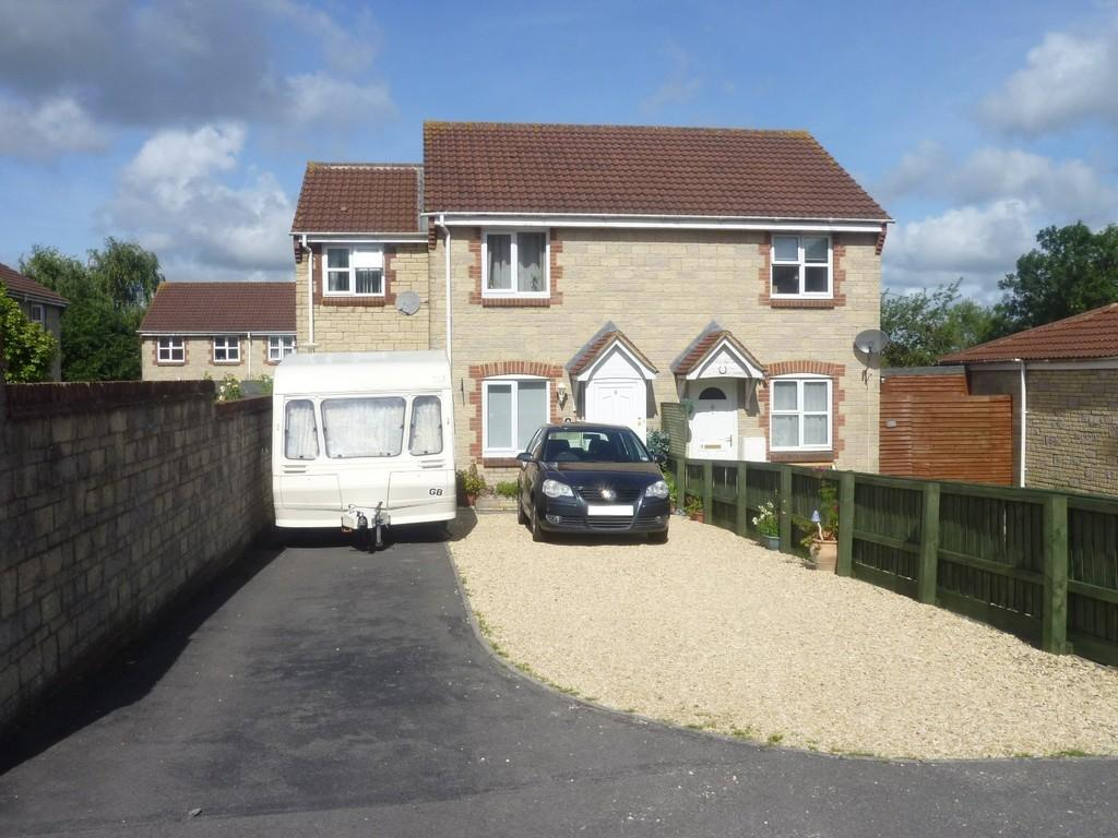 3 Bedrooms Semi Detached House for sale in Nightingale Drive, Westbury