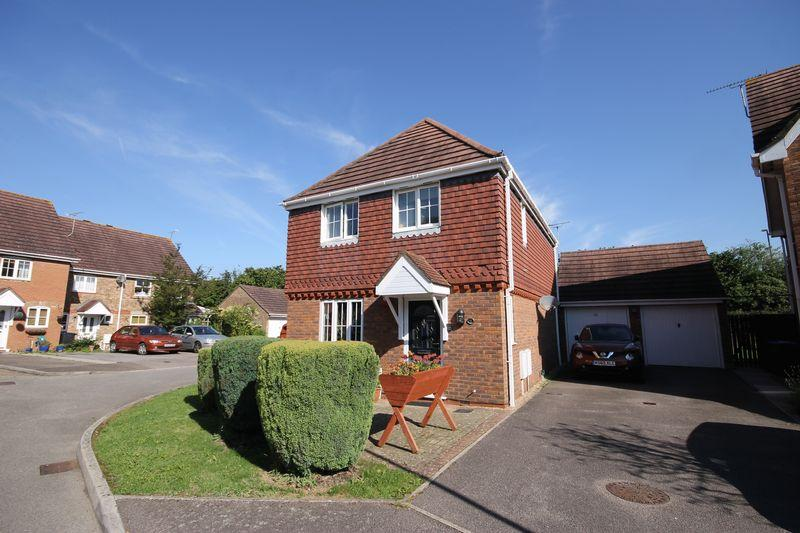3 Bedrooms Detached House for sale in The Rowans, Burgess Hill, West Sussex