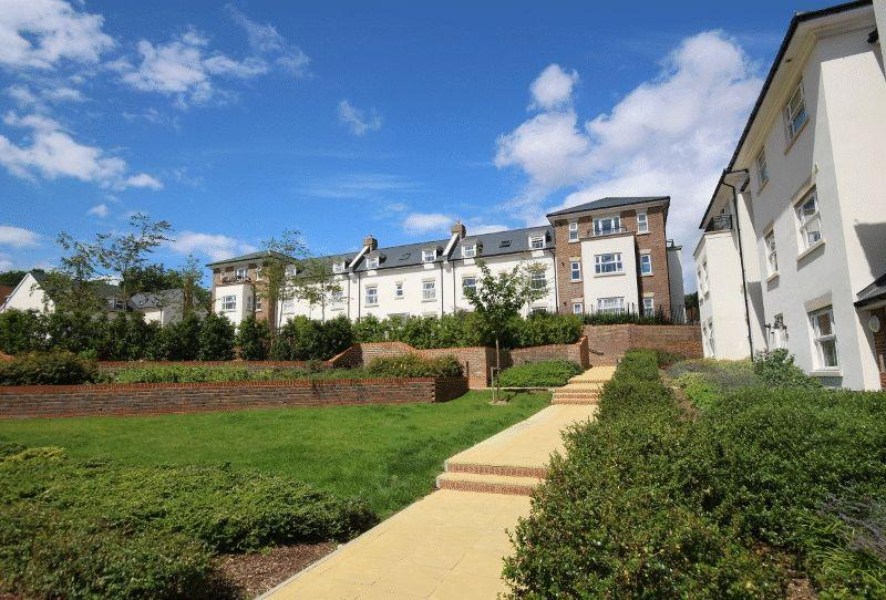 2 Bedrooms Apartment Flat for sale in 16 Chandlers Field Drive, Haywards Heath
