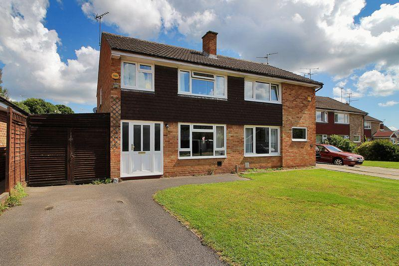 3 Bedrooms Semi Detached House for sale in Beech Road, Horsham