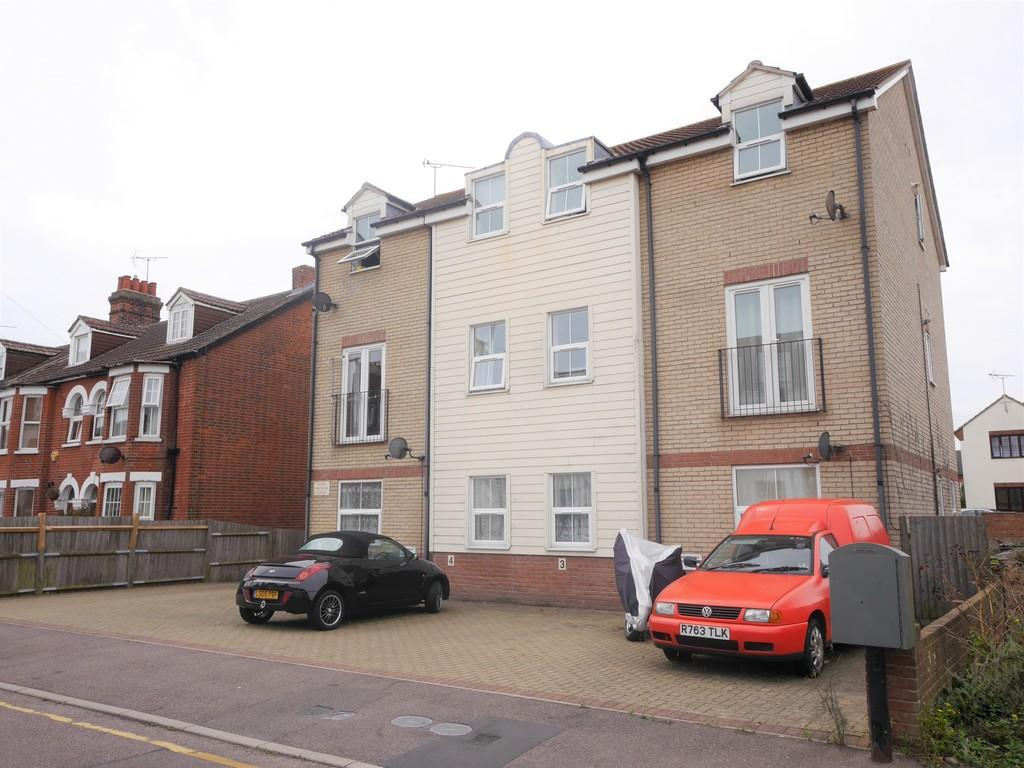2 Bedrooms Apartment Flat for sale in Cliff Road, Dovercourt, Harwich
