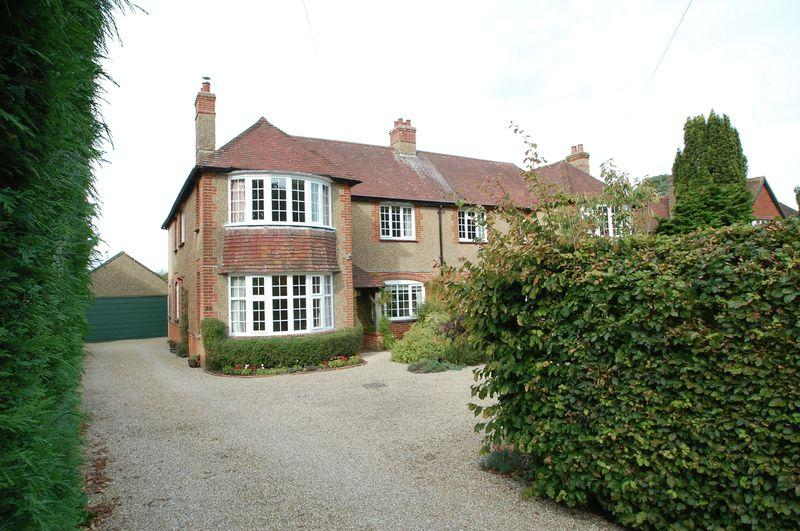 4 Bedrooms Semi Detached House for sale in Heath Road, Petersfield, Hampshire