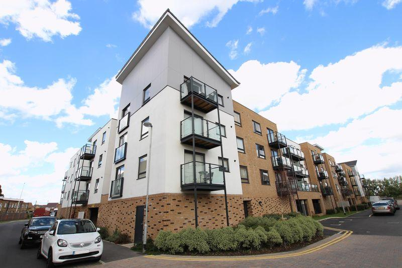 2 Bedrooms Apartment Flat for sale in Creek Mill Way, Dartford