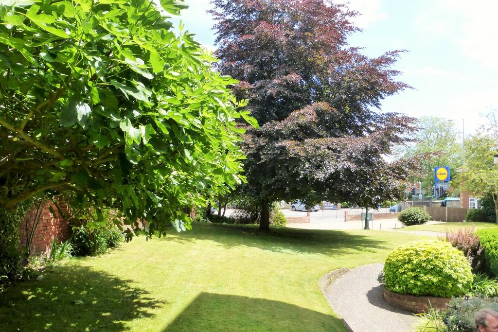 2 Bedrooms Ground Flat for sale in Norwich
