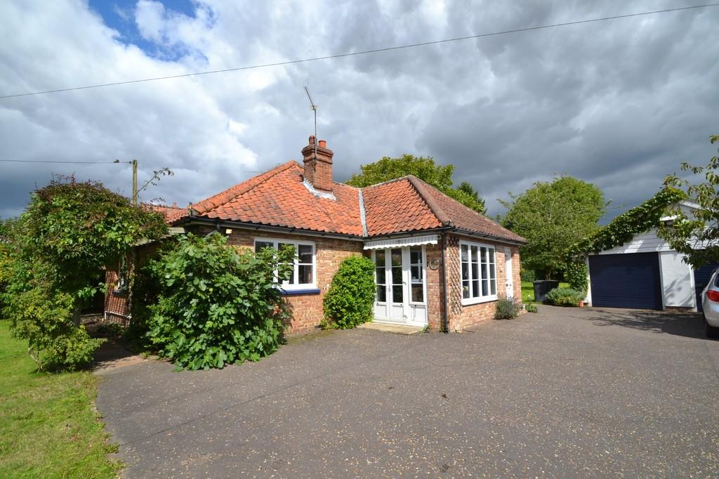 3 Bedrooms Detached Bungalow for sale in Hindolveston