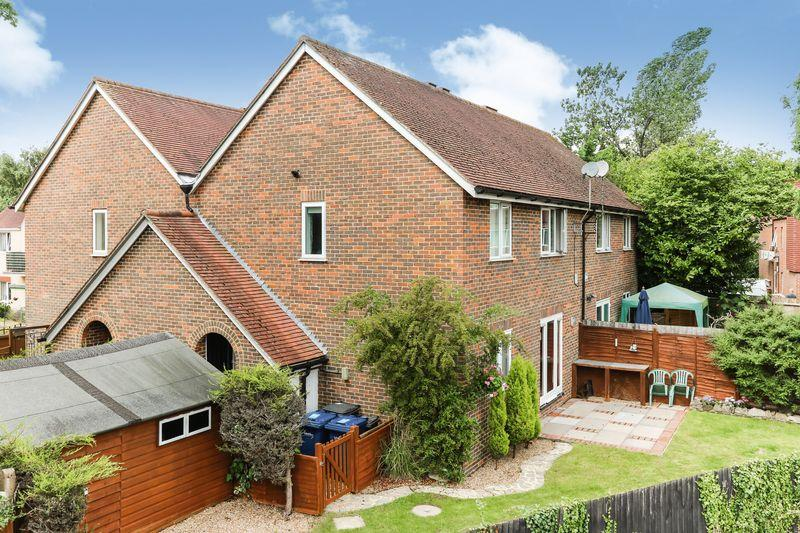 1 Bedroom Ground Flat for sale in Haslemere