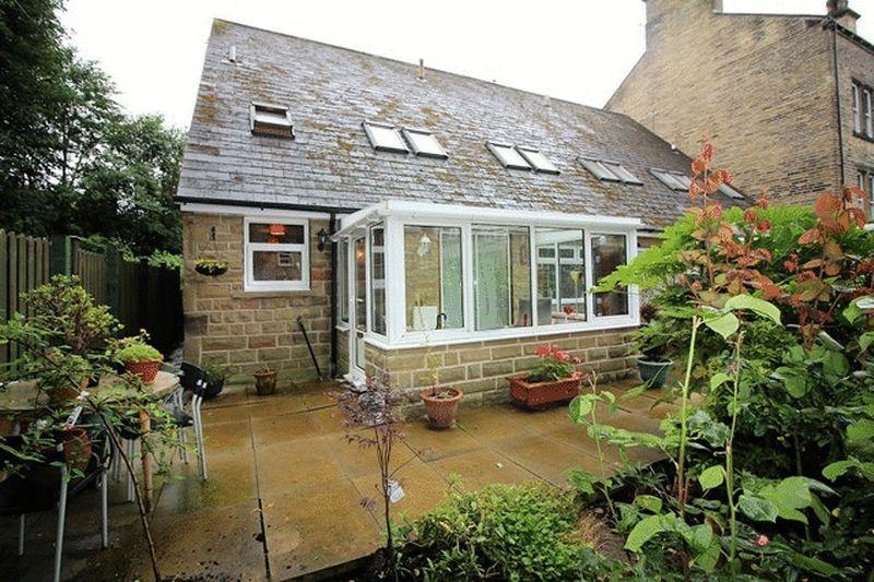 3 Bedrooms Semi Detached House for sale in Clifton Road, Savile Park, Halifax
