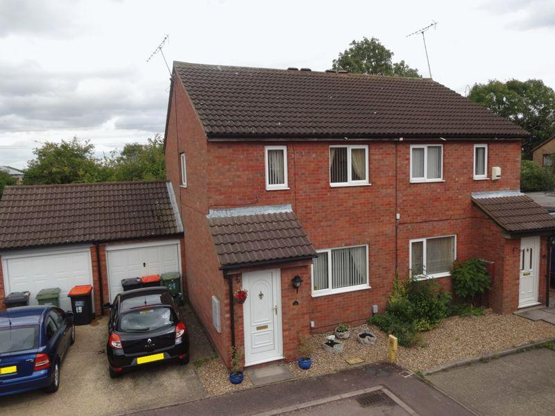 3 Bedrooms Semi Detached House for sale in Conway Close Houghton Regis