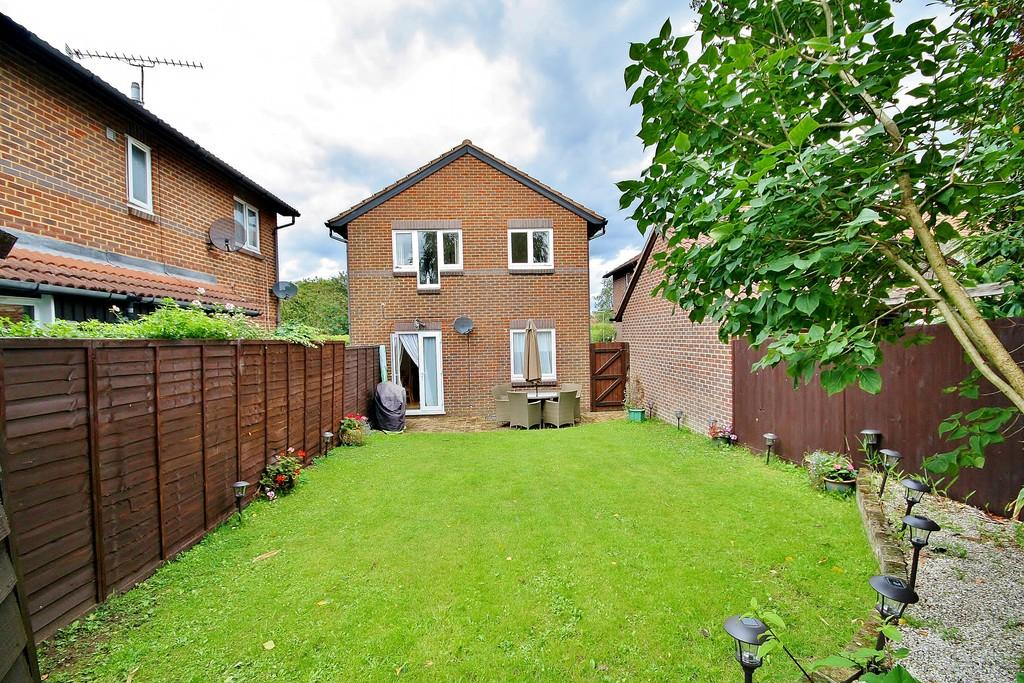 1 Bedroom Ground Flat for sale in Goldsworth Park, Woking
