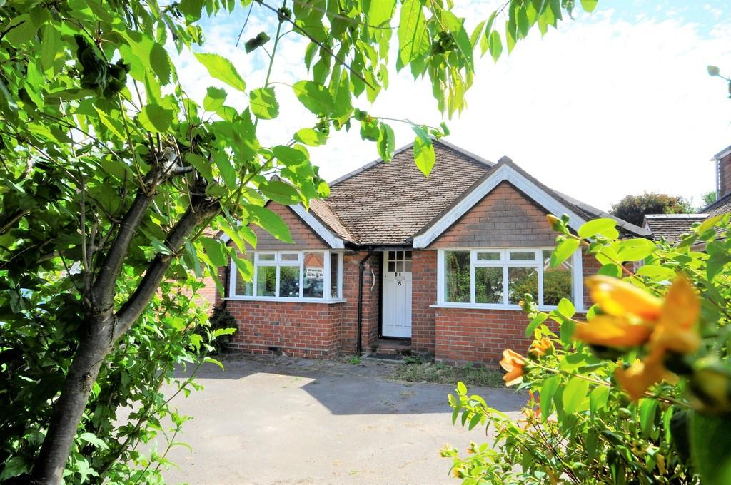 2 Bedrooms Detached Bungalow for sale in Birch Road, Godalming