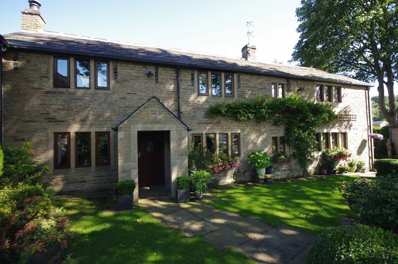 4 Bedrooms Cottage House for sale in White Acre, Old Bank, Ripponden