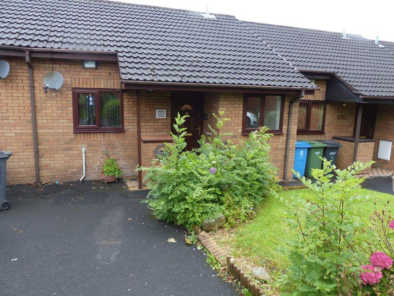 2 Bedrooms Bungalow for sale in Woodfield Close, Oldham