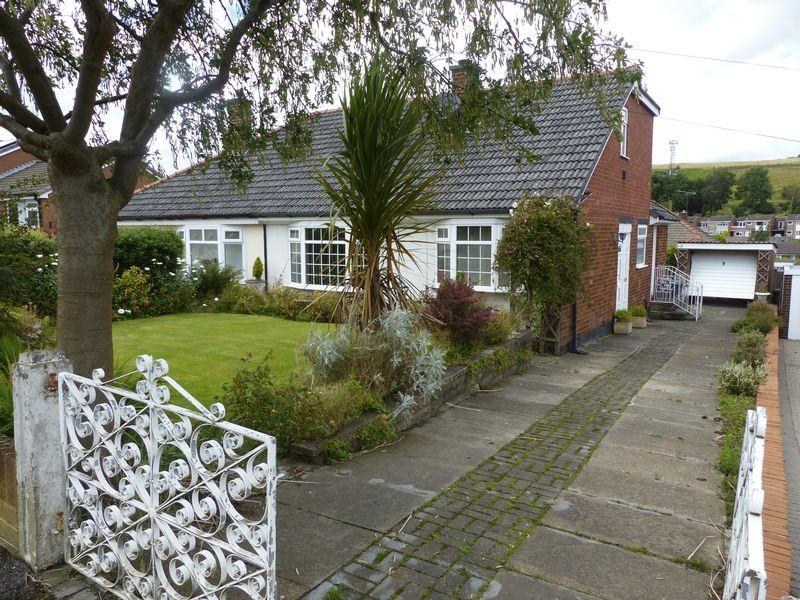 3 Bedrooms Semi Detached Bungalow for sale in Trent Road, High Crompton, Shaw
