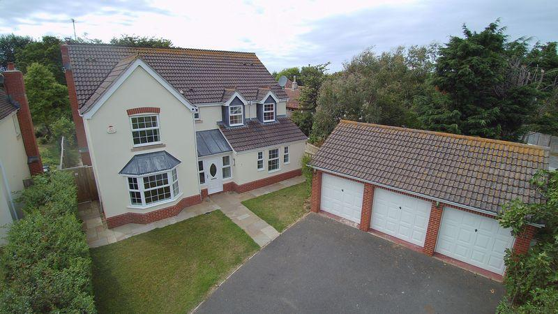 5 Bedrooms Detached House for sale in Manor Close, Berrow