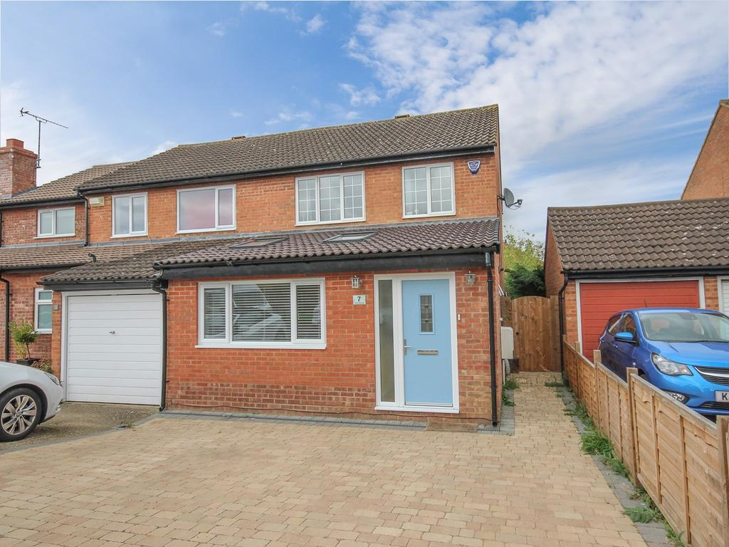 3 Bedrooms Semi Detached House for sale in Trent Avenue, Flitwick, MK45