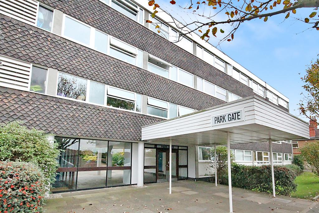 2 Bedrooms Ground Flat for sale in Park Gate, Somerhill Road, Hove, BN3 1RL