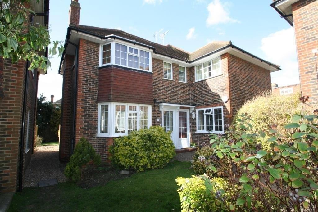 2 Bedrooms Flat for sale in The Acre Close, Worthing BN11 4LW