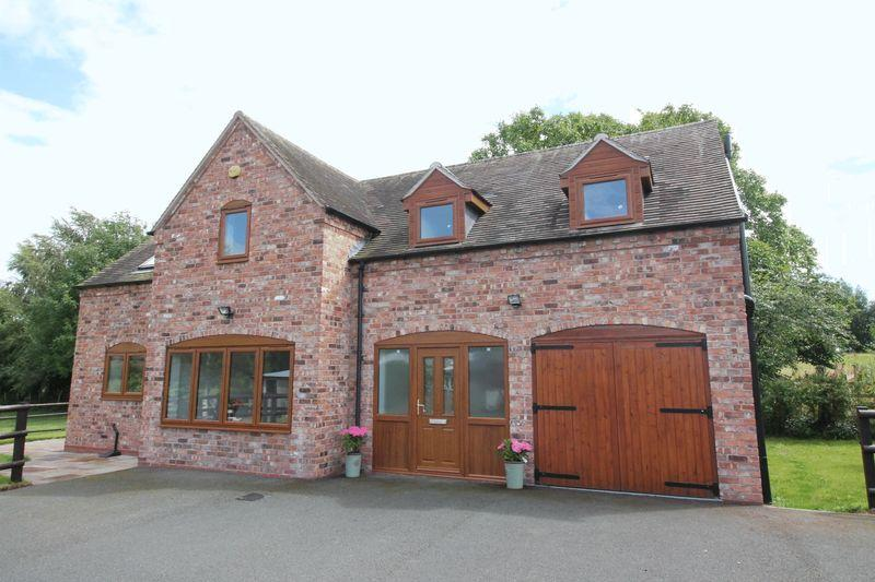 3 Bedrooms Barn Conversion Character Property for sale in Sytch Lane, Waters Upton,Telford